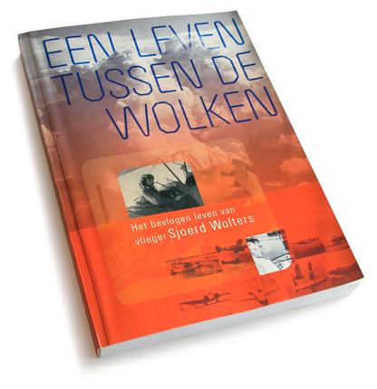 Omslag-ontwerp van het boek over vliegenier Sjoerd Wolters, die voor Fokker vloog. Boek-ontwerp volgt.
