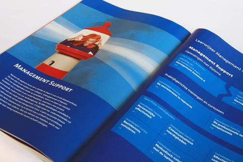 Opleidingsgids, elk half jaar een nieuw grafisch ontwerp. IMK opleidingen uit Alphen aan den Rijn. Tabblad thema Management Support.